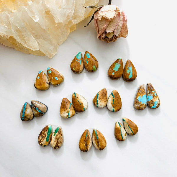 Small Earth Brown Teardrop Royston Turquoise, Set of 20 Background
