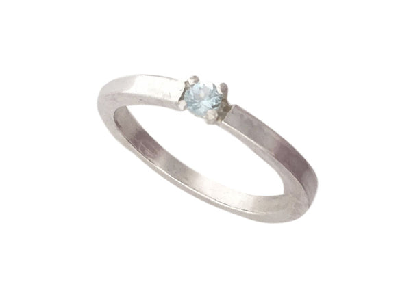 Minimalist Ring in silver with a Blue Aquamarine