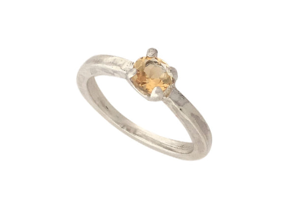 Minimalist Ring in silver with a Yellow Citrine