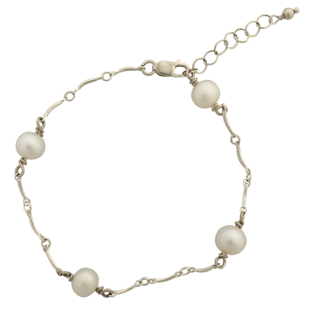 Bracelet with series of chains and pearls