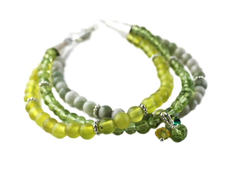 Three strands bracelet in green gems