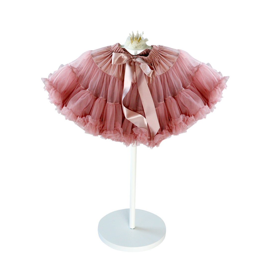 Gorgeously full and soft chiffon tutu in an antique dusty rose colour! This luxurious tutu is perfect for birthdays, parties, photoshoot and pretend play!