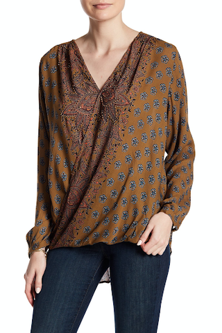 It is a blouse with a surplus neck style, when front panel overlaps bottom panel, and both are connected forming a bathrobe closure.