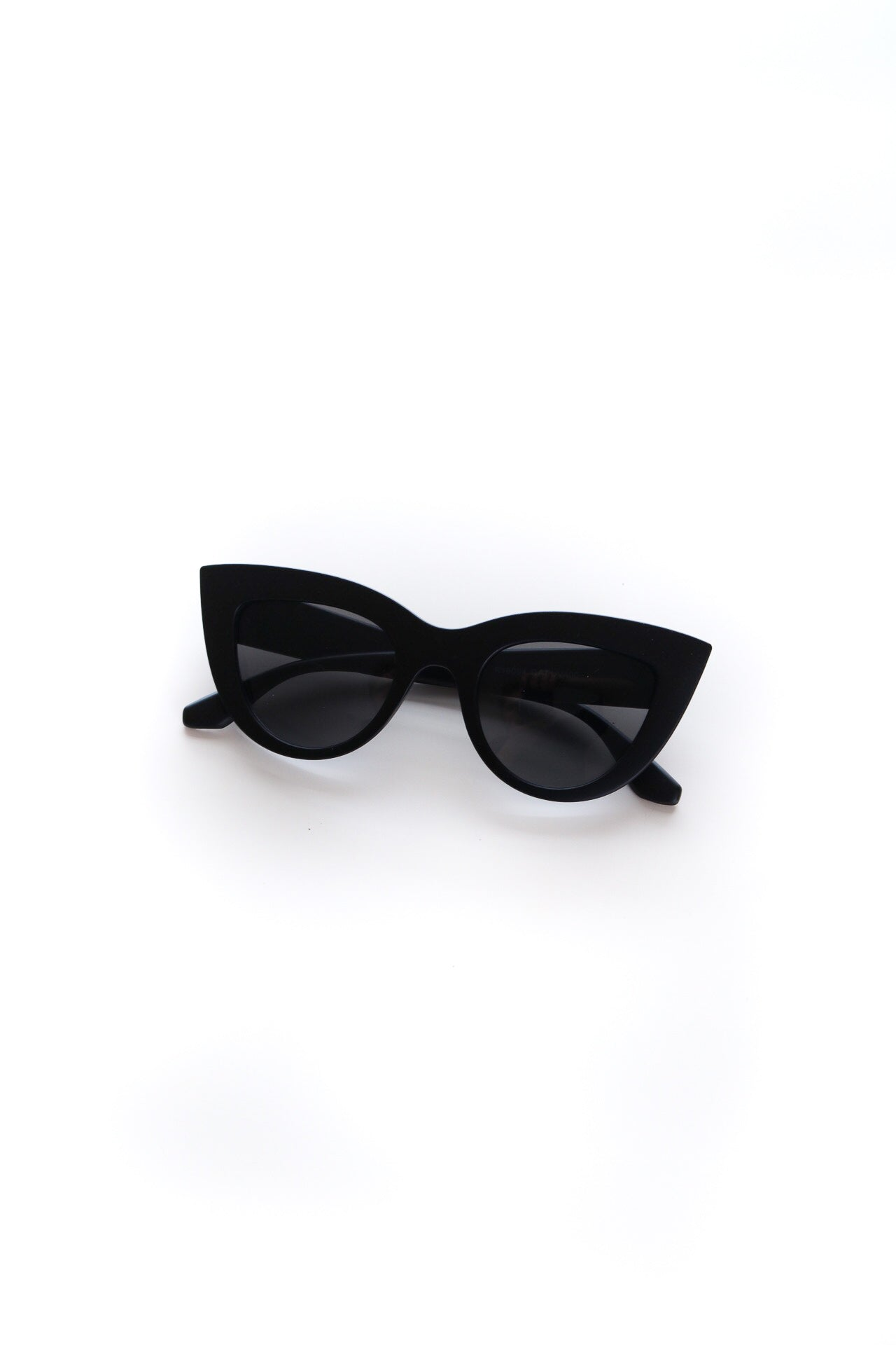 Vintage Large Frame Cateye Sunglasses