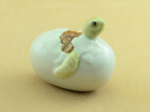 Handicraft Porcelain Miniature Collectible Ceramic Turtle in EGG Figurine