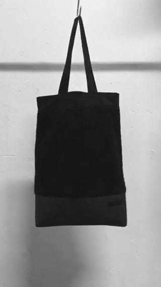 A usefull black shoulder bag. . It is made in Berlin German.     Size: 32cm x 42cm x 11cm Colour: black Material: overgarment 80% cotton, 20% fake leather                lining 100% PE