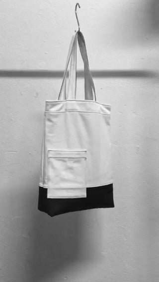A chic and usefull white shoulder bag with a patched pocket at the front. The bag is made in Berlin Germany.