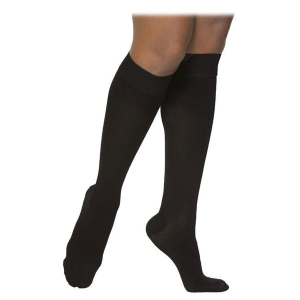 Sigvaris Dynaven 972 Women's Access Closed Toe Knee Highs - 20-30 mmHg