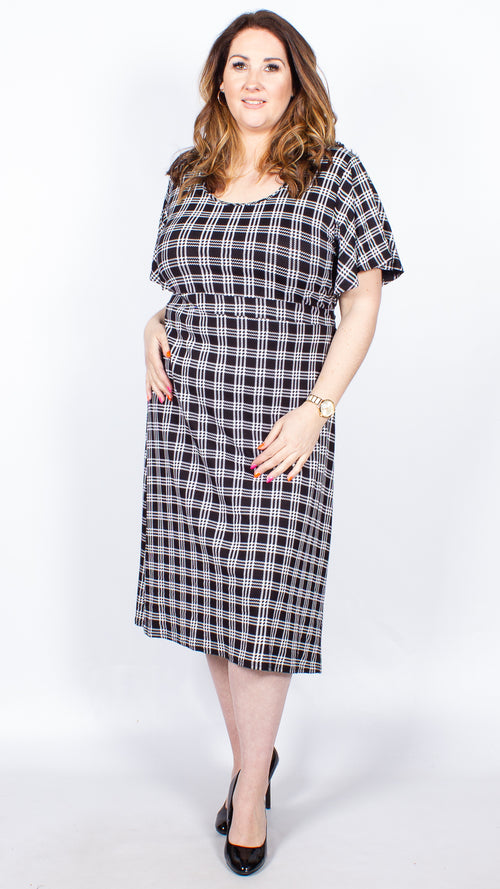 CurveWow Short Sleeve Midi Dress: Black & White