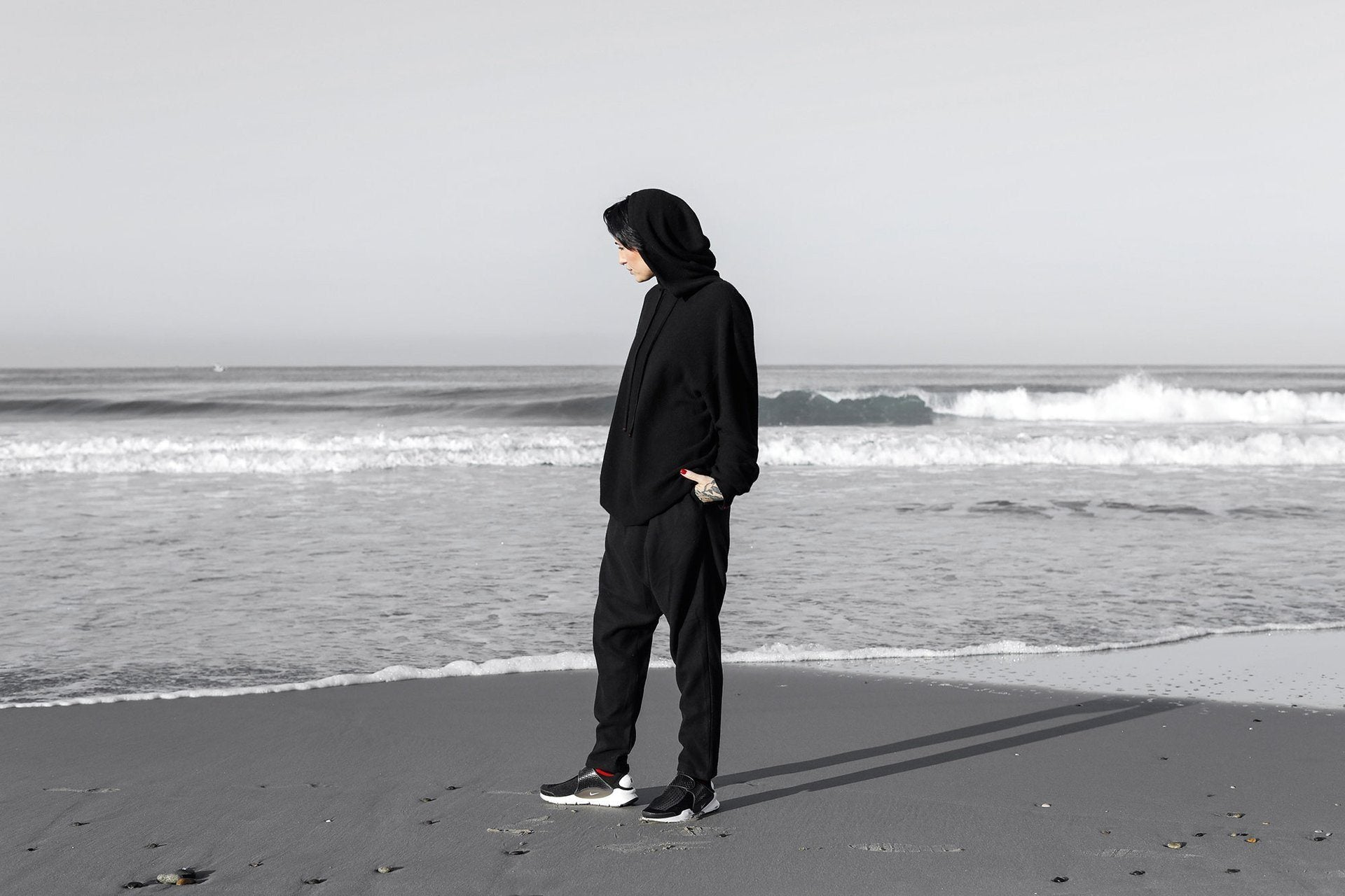 /products/endless-hoody-blk_women