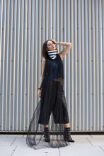 Linen top with detachable collar tulle
