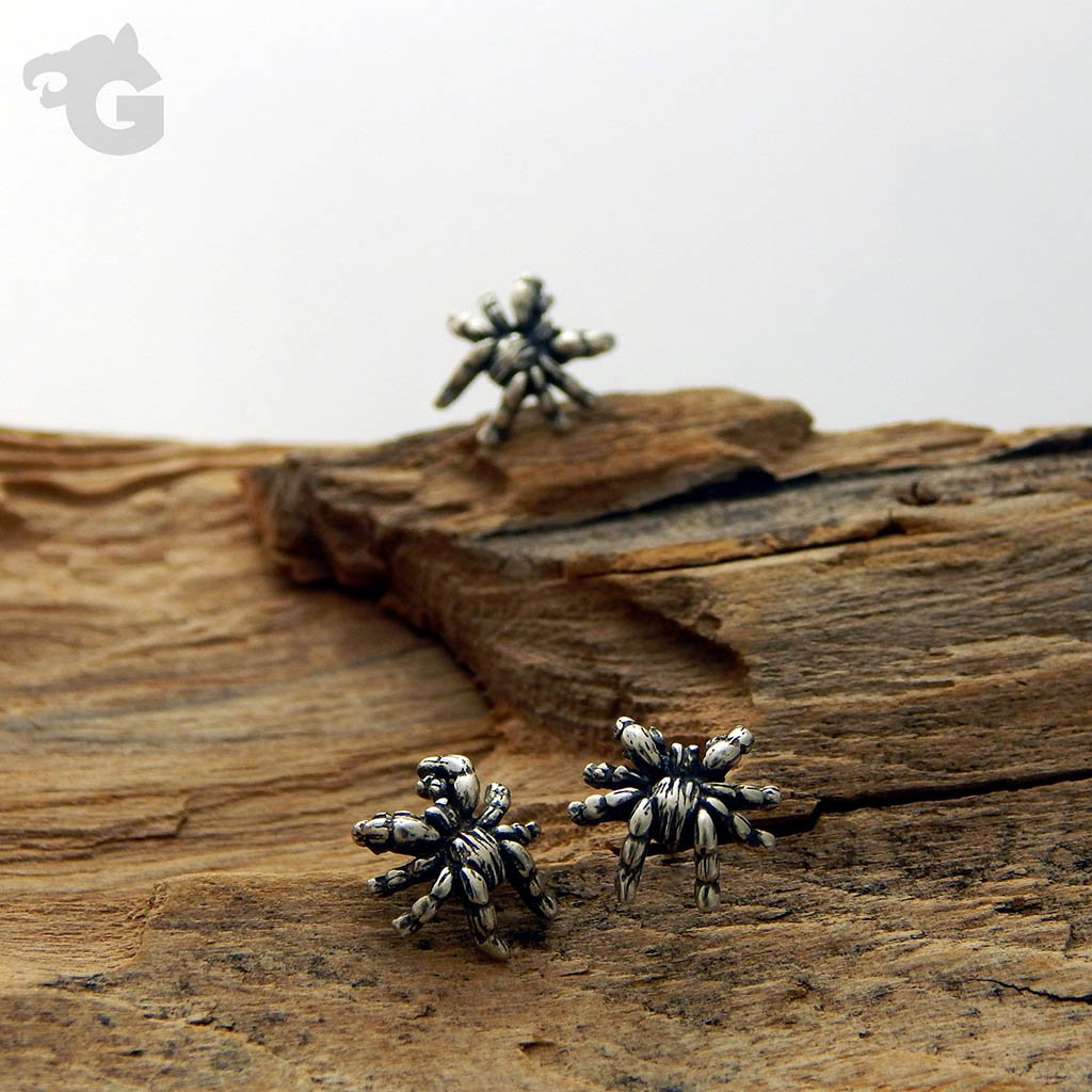 'Tarantula Fear Me Not' stud earrings