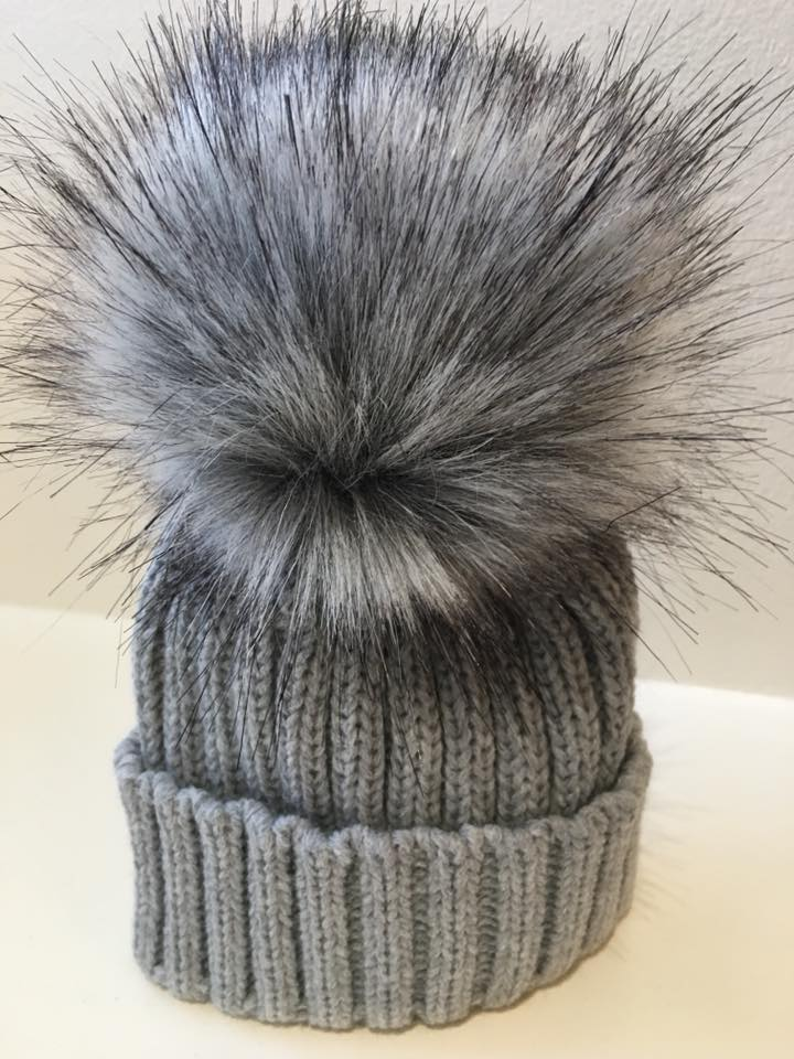 Single Pom Hat - Grey