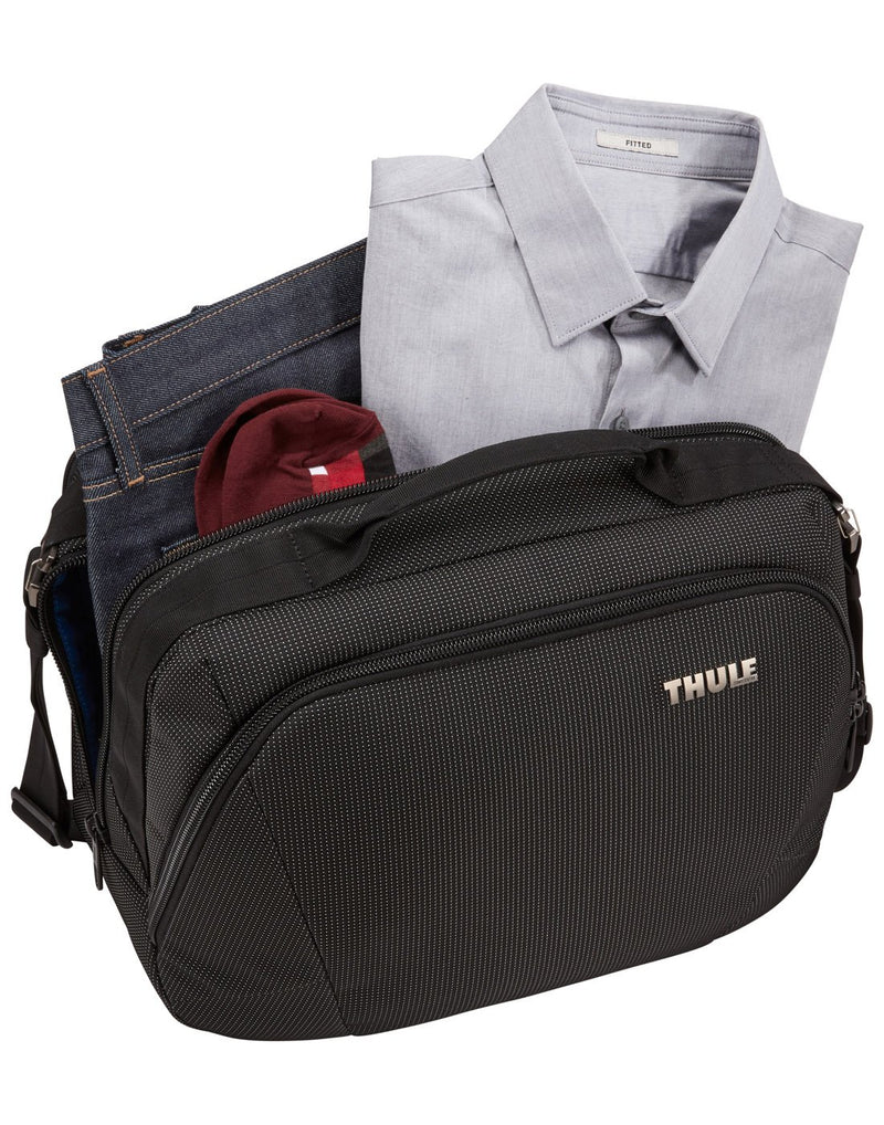 Thule crossover 2 black colour boarding bag large main compartment