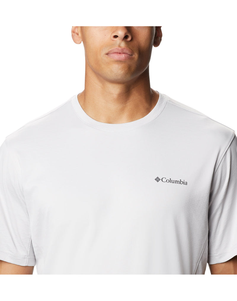 Close up of model wearing Columbia Men's Zero Ice Cirro-Cool™ Short Sleeve Shirt - nimbus grey with Columbia logo over left breast