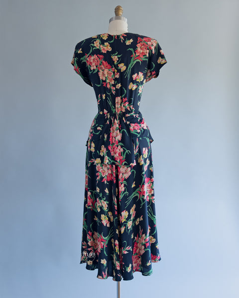 vintage 1940's dress ...fabulous spring floral COLD RAYON swishy skirt dress