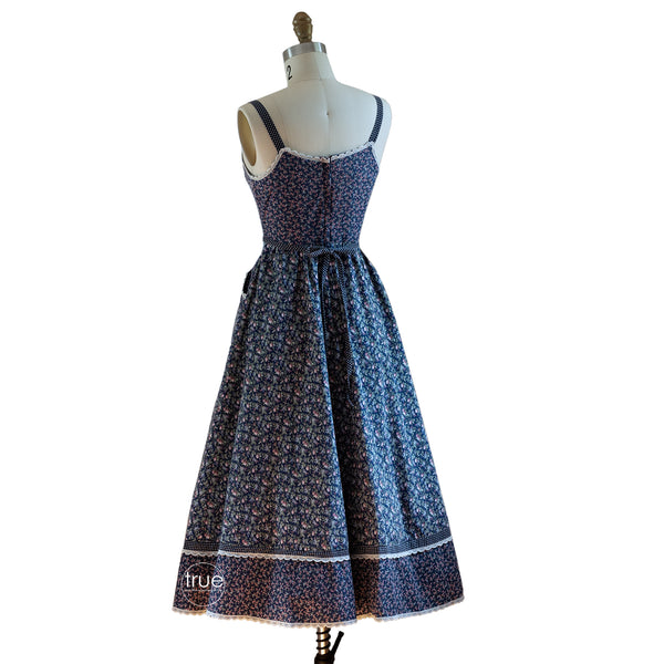 vintage 1970's dress ...classic blue calico floral Gunne Sax Sun Dress cottage core
