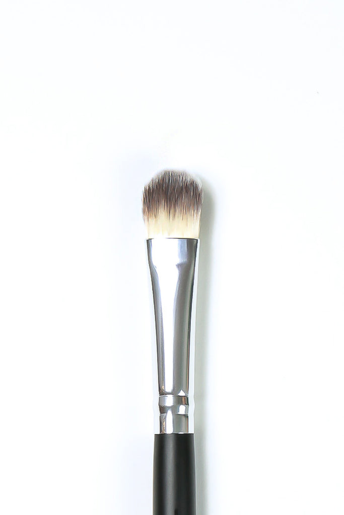 Deluxe Oval Concealer Brush SS004