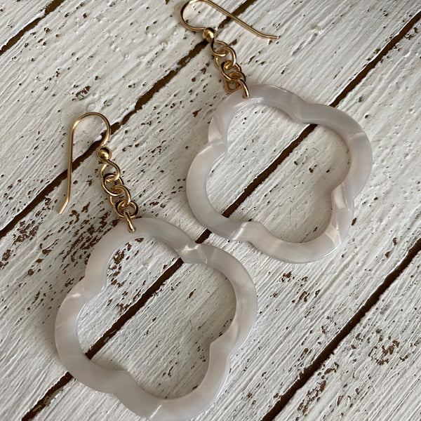 Floral Shape White Shell Resin Earrings