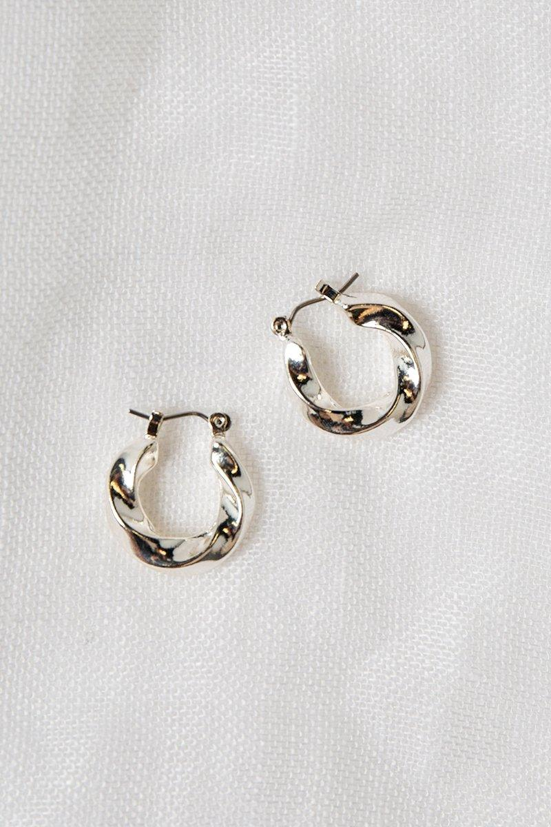 DOHERTY TWISTED SILVER MINI HOOP