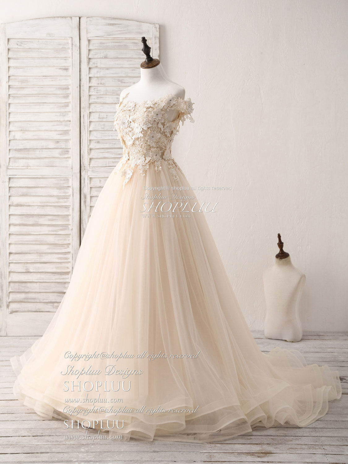 Unique  lace applique tulle long champagne prom dresses sweet 16 dress