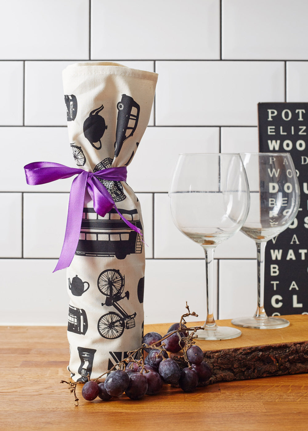 alternative-uses-for-tea-towels-wrap-a-bottle