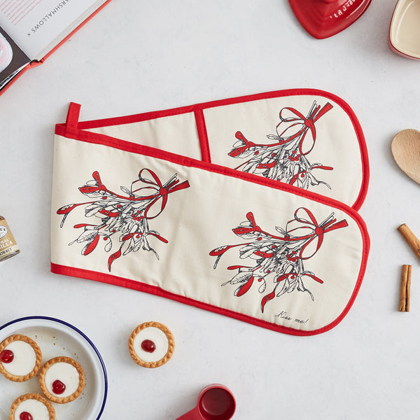 Red double oven glove with Christmas mistletoe design, Oven glove with repeating mistletoe design, Hand illustrated mistletoe design oven glove, Christmas kitchen oven glove, Oven glove for Christmas time