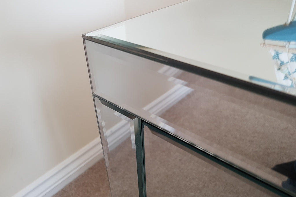 Mirrored One Drawer Venetian Bedside table