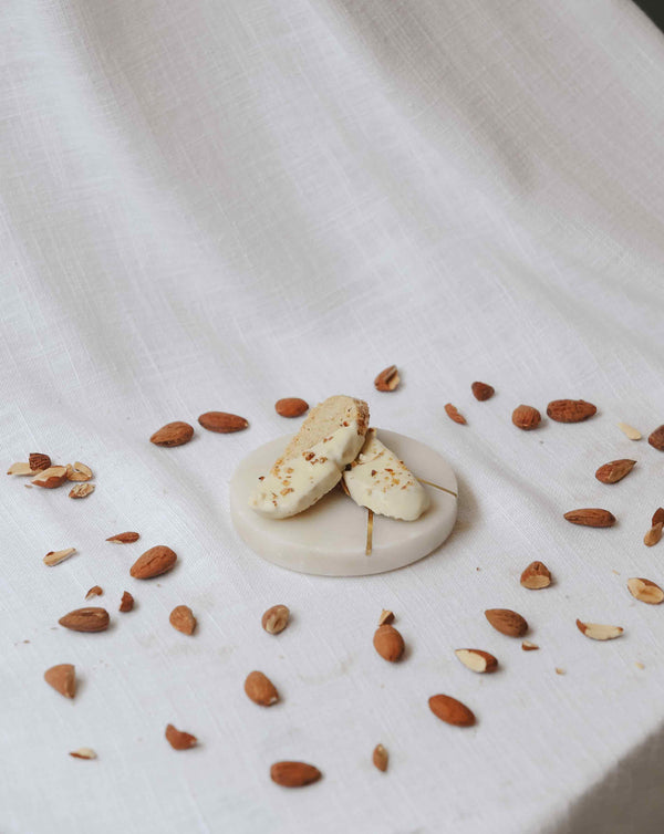 Our Fekkas: Caramelized almonds & white chocolate