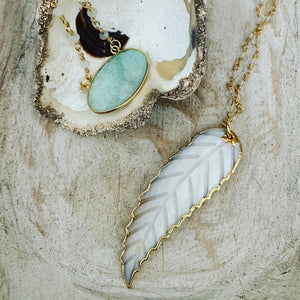 White shell feather necklace