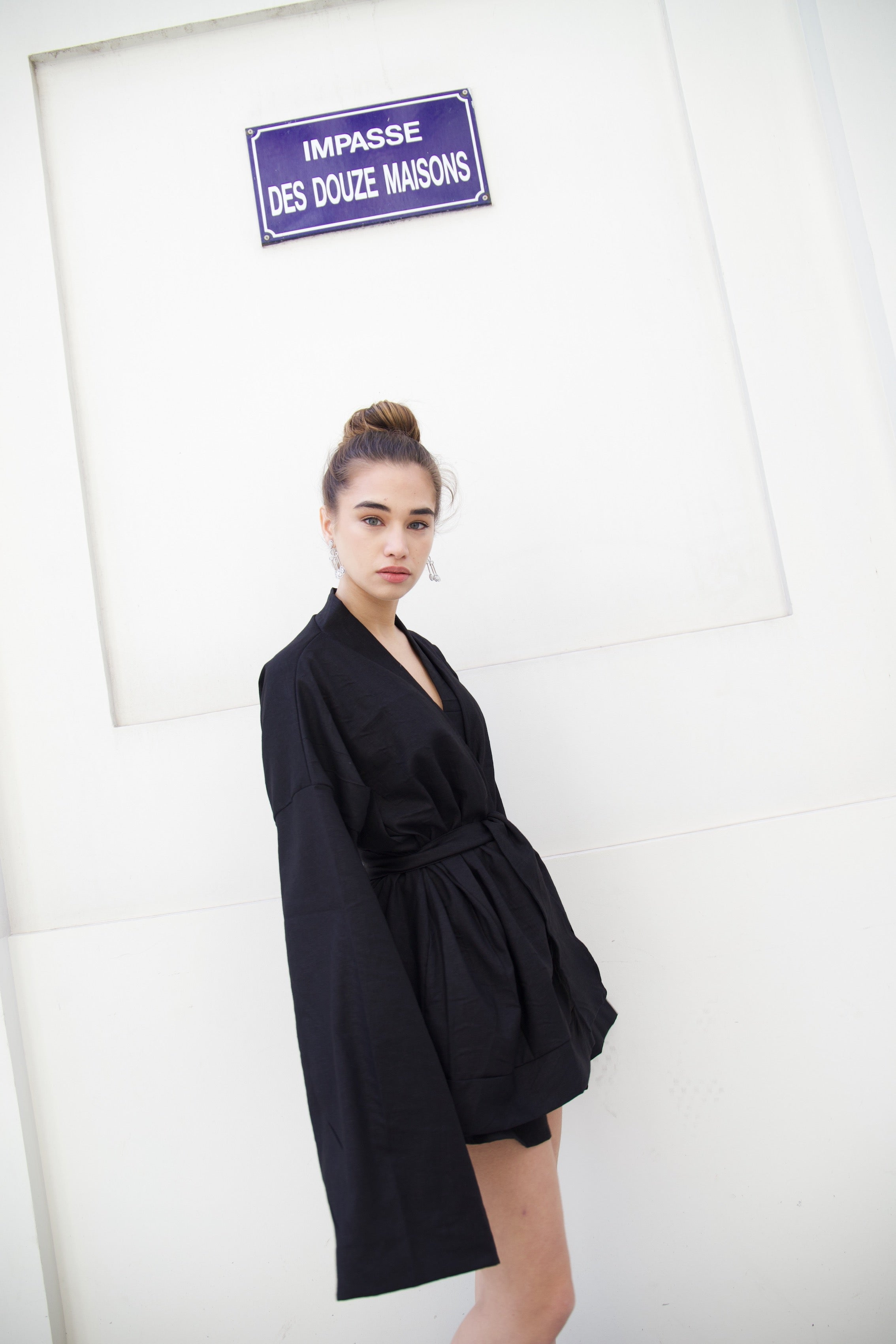 Around the world kimono in black