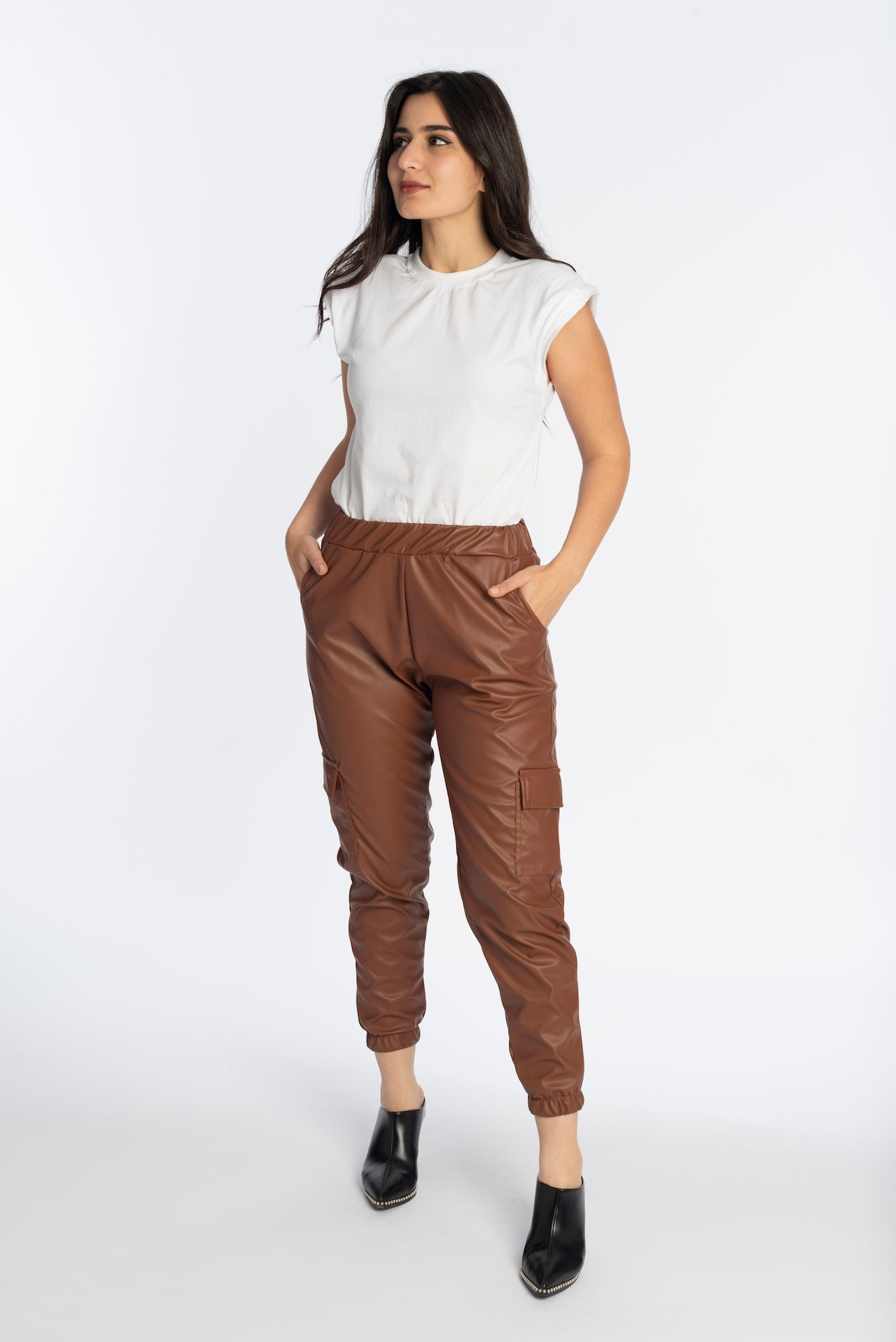 Leather joggers in brown