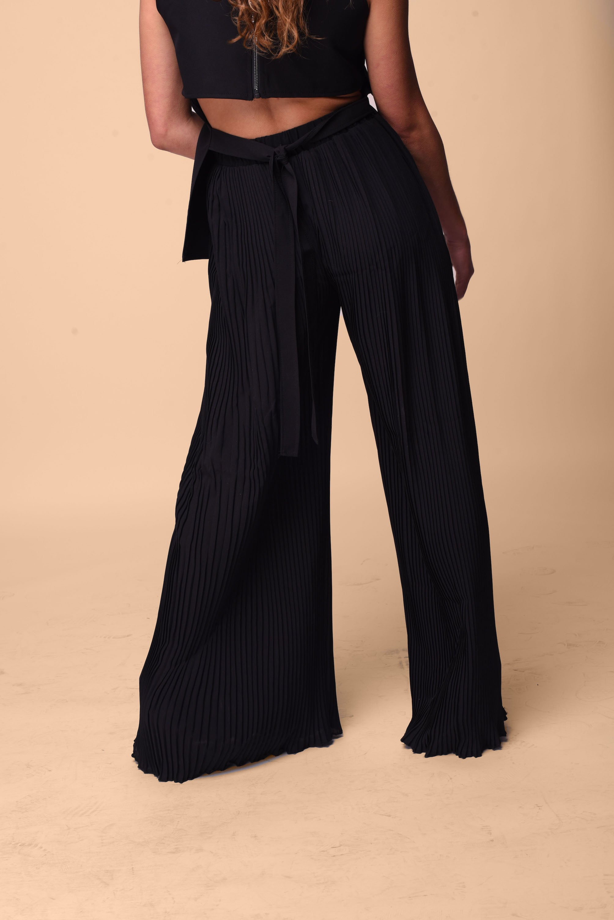 Pleated pants in black