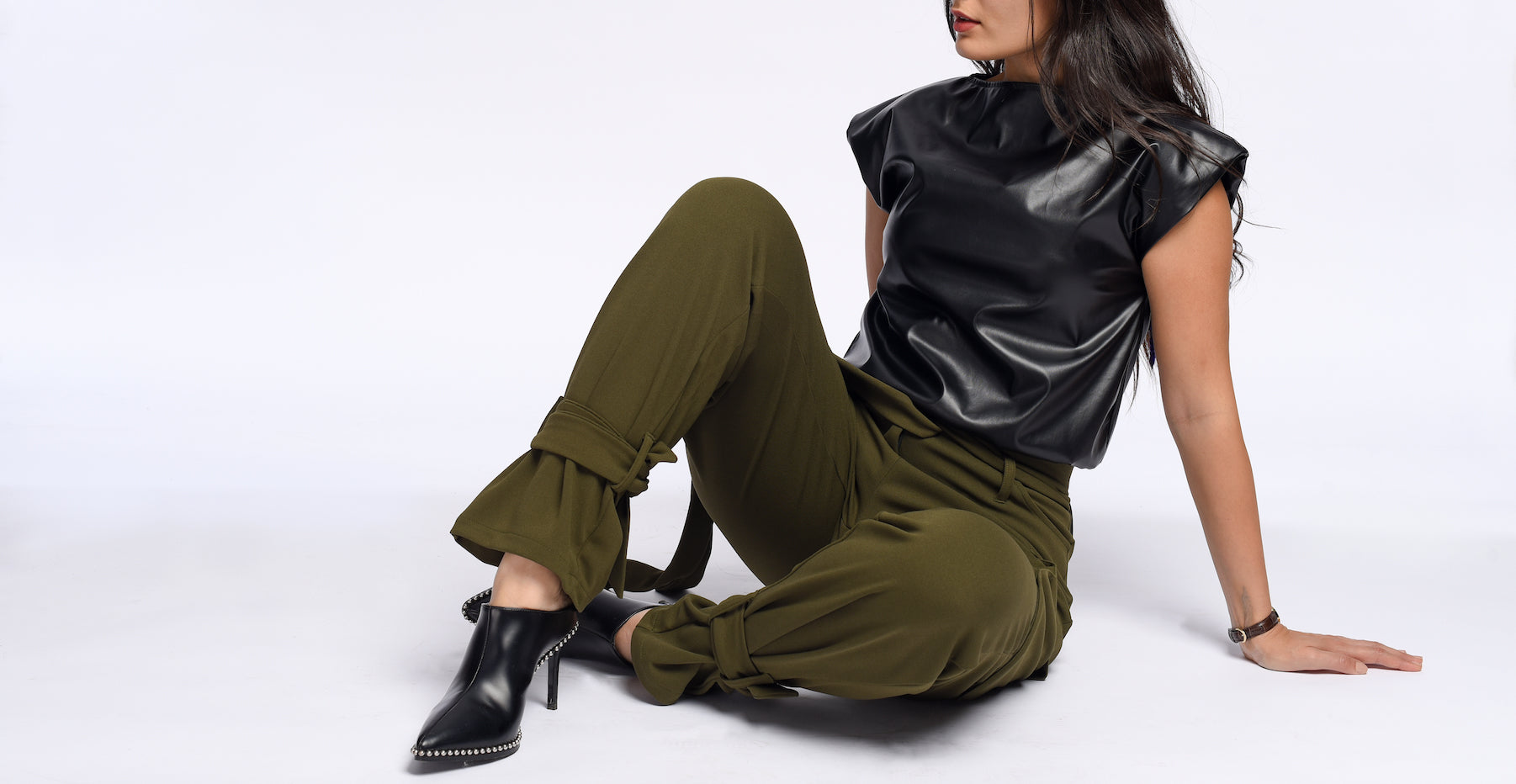 Statement pants in olive