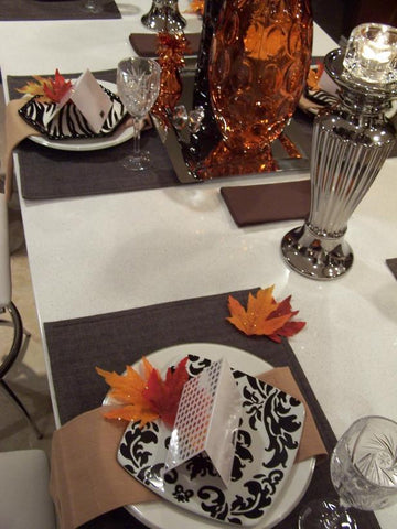 Classic Plates and Trendy Accessories for Thanksgiving Table
