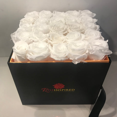 DELUXE FOREVER PARISIAN HAT BOX 16 TO 25 ROSES THAT WILL LAST A YEAR