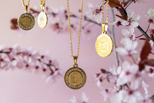 Meaningful jewelry custom personalized gifts waterproof necklaces medallion minimal aesthetic jewelry