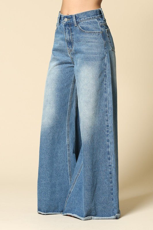 Highwaisted Oversized Wide Leg Flared Raw Edge Bottom Jeans