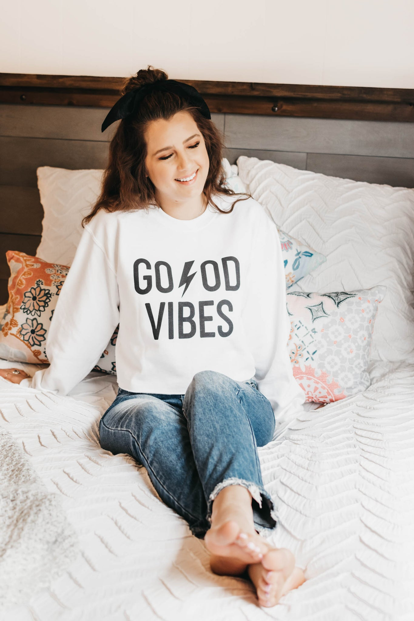 Good Vibes Crop Sweatshirt - White