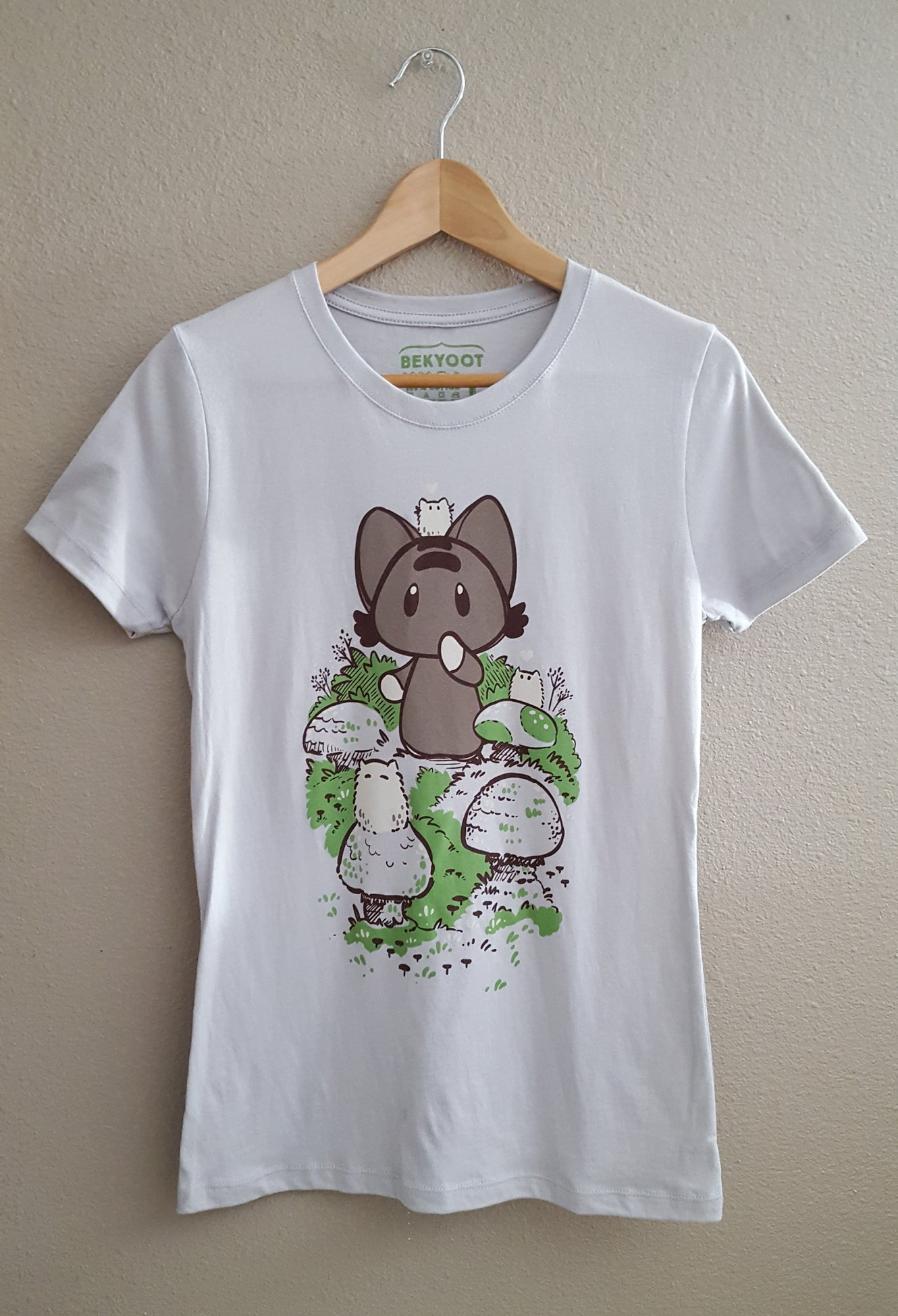 Mo Mushrooms Fitted T-shirt