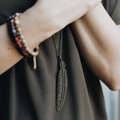 LONG BRONZE FEATHER PENDANT NECKLACE