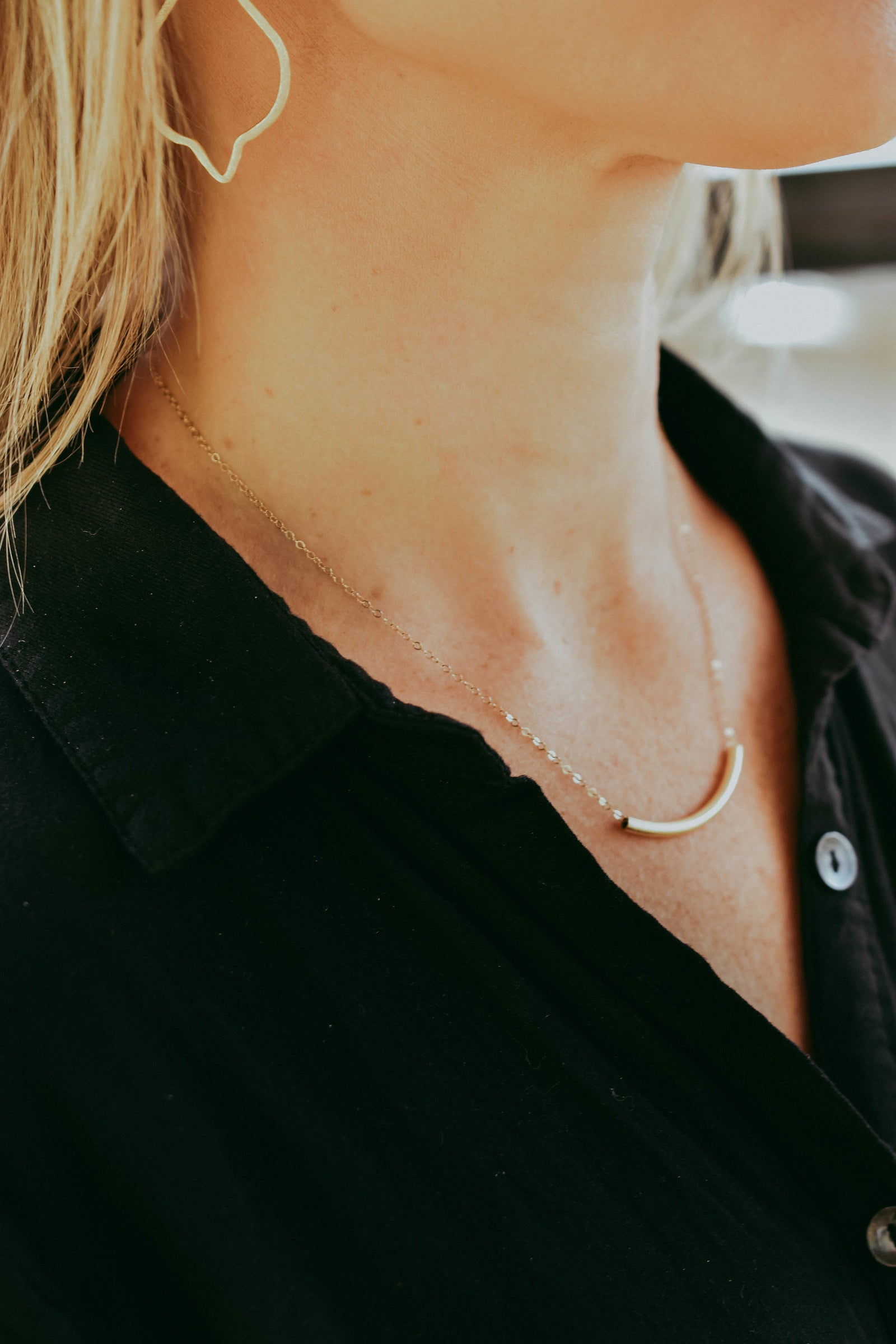 BRUSH CURVED BAR NECKLACE | GOLD FILLED