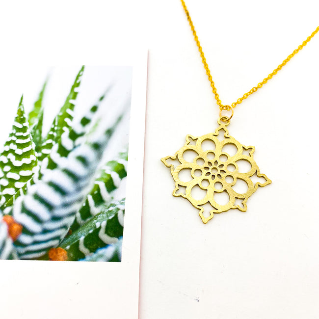 LONG BRUSHED FLORAL PATTERN NECKLACE | GOLD