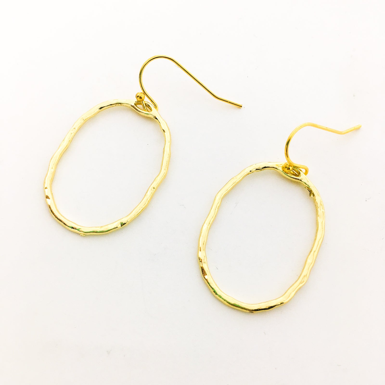 TWISTED HAMMERED SMALL ROUND EARRINGS | GOLD