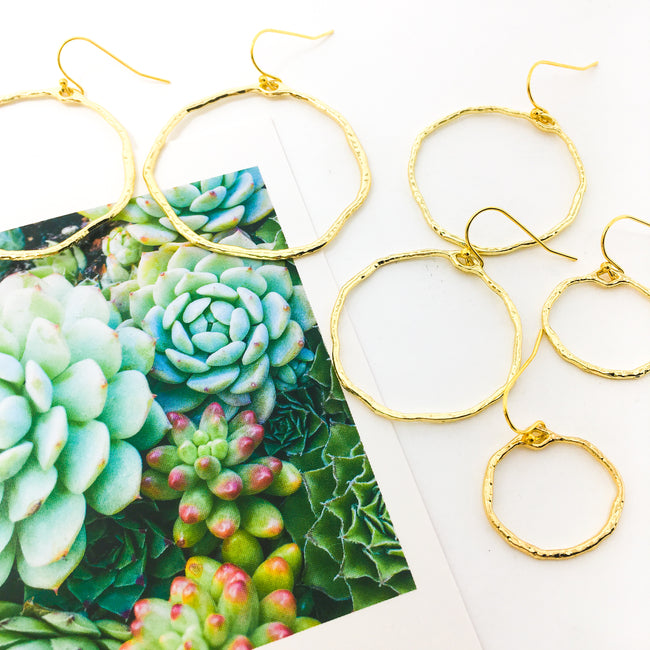 TWISTED HAMMERED HOOP EARRINGS | GOLD | SIZE OPTIONS