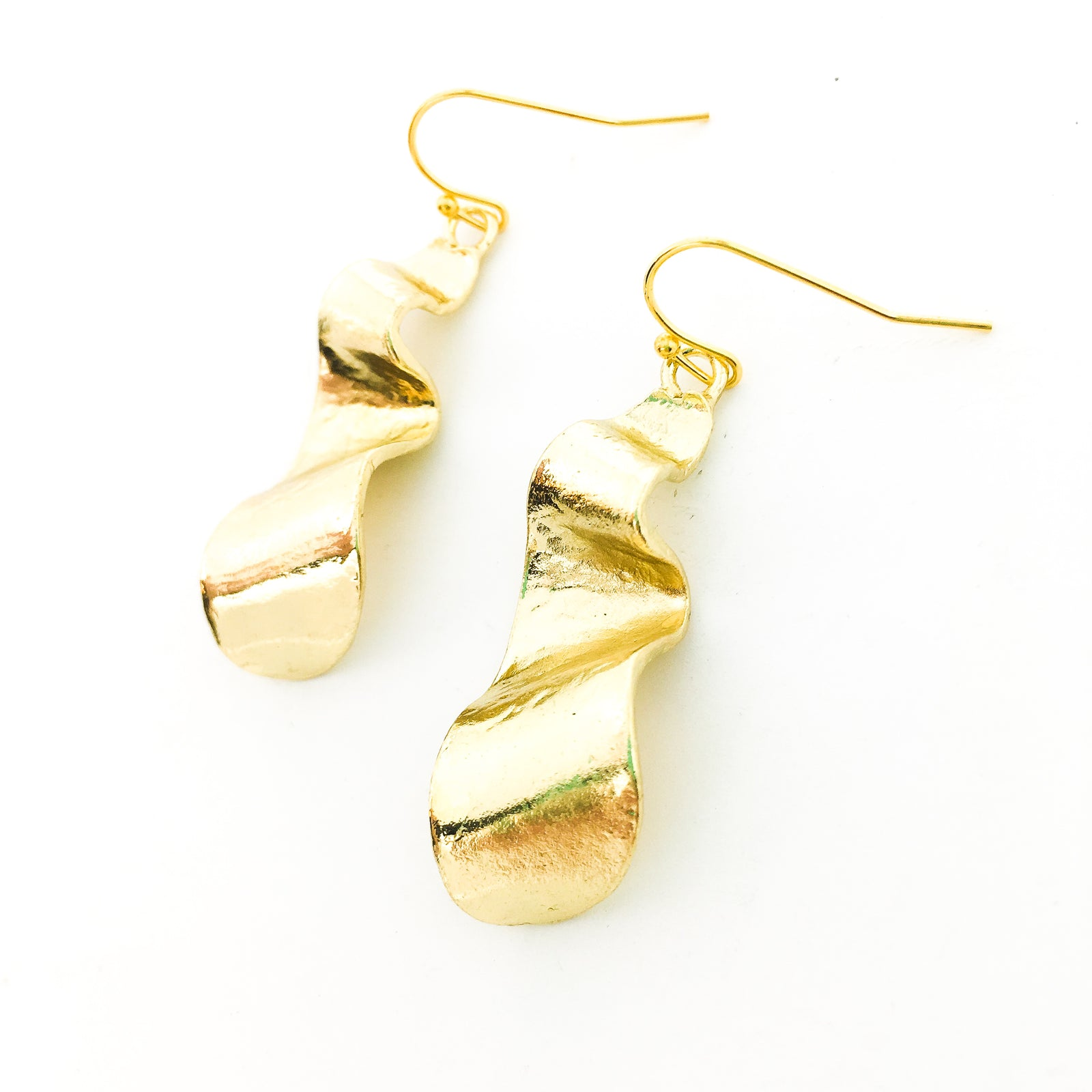 WAVY RIBBON EARRINGS | GOLD