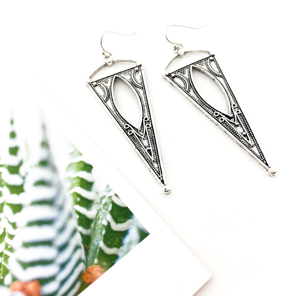 PATTERNED LARGE INVERTED TRIANGLE EARRINGS | SILVER