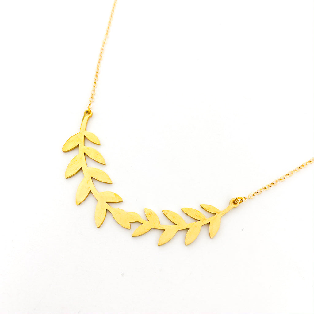 HELD LAUREL WREATH NECKLACES | STYLE OPTIONS