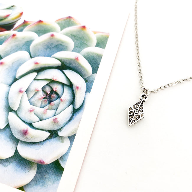 MINI SOLID CATHEDRAL POINT NECKLACE | SILVER