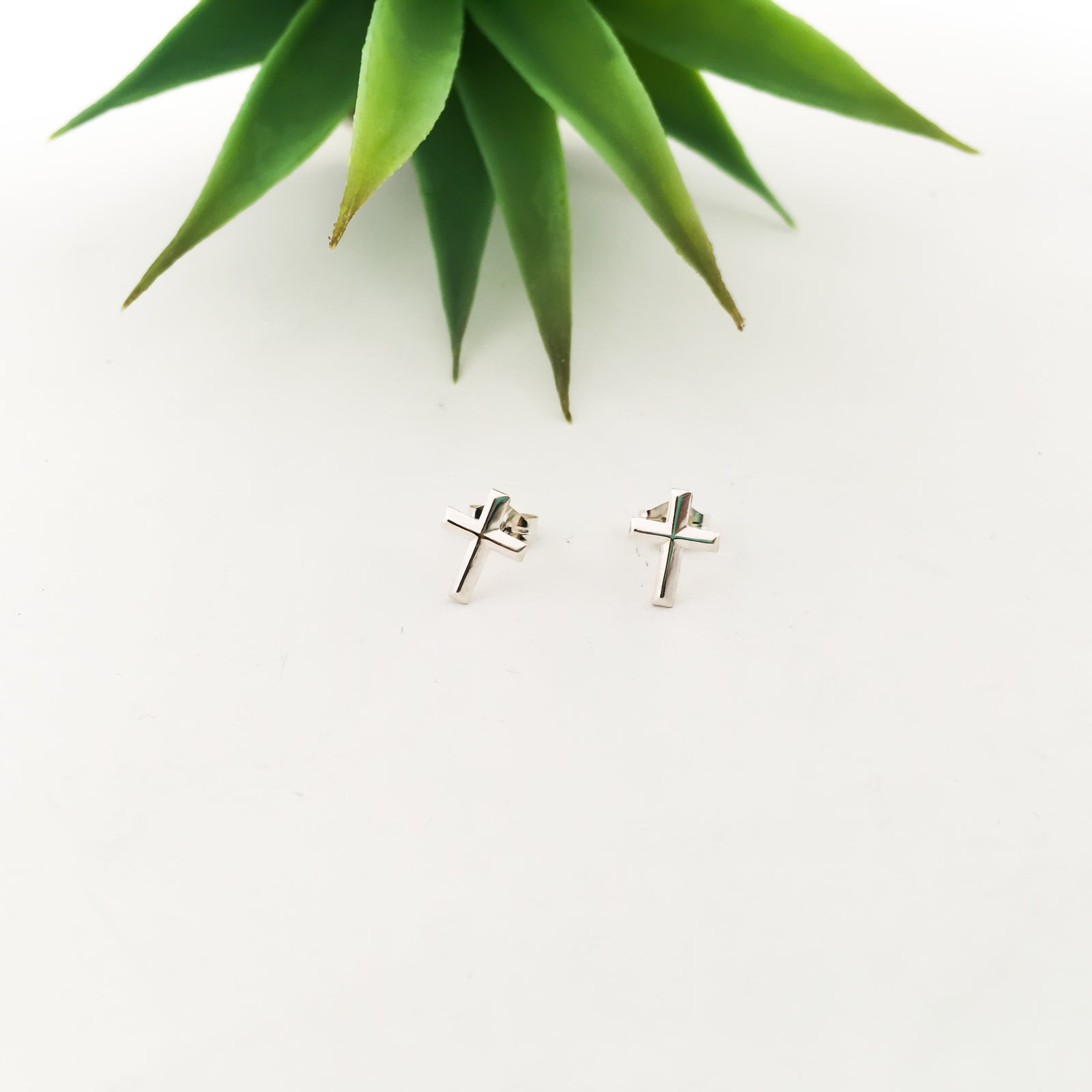 CROSS STUD EARRINGS | STERLING SILVER